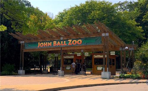 John-Ball-Zoo-entrance